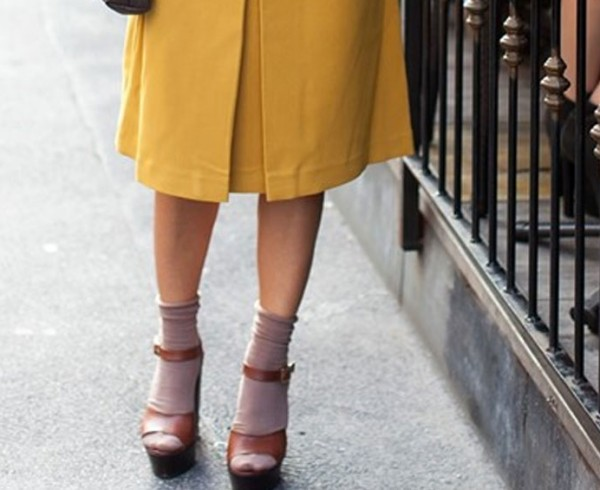 soxbox-mot-dien-tat-ngan-kem-sandals